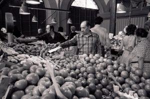bancarella di frutta verdura